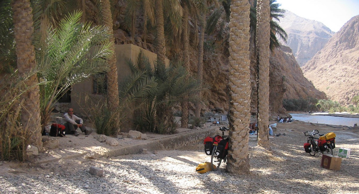 lunch stop at Wadi Shab