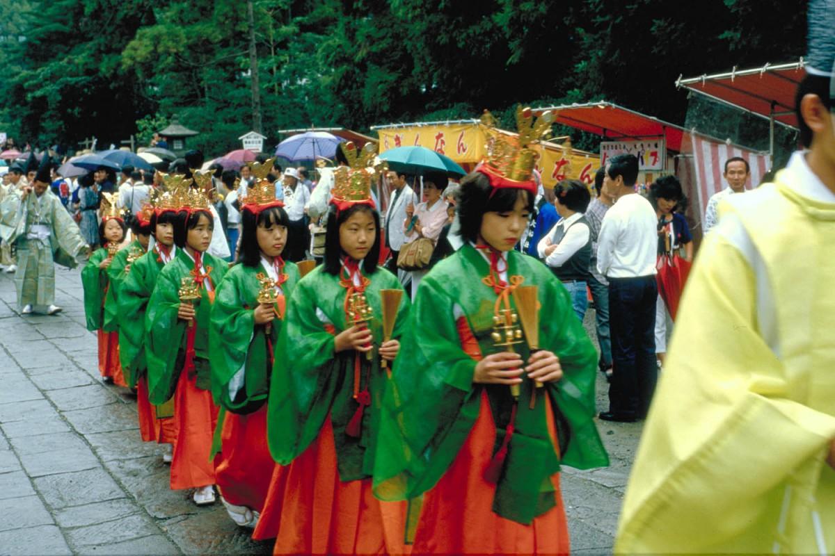 procession at Hachiman-gu temple